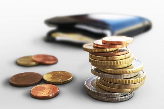 https://commons.wikimedia.org/wiki/File:Euro_M%C3%BCnzgeld_und_Portmonee_(Geld,_Kleingeld,_M%C3%BCnzen).jpg